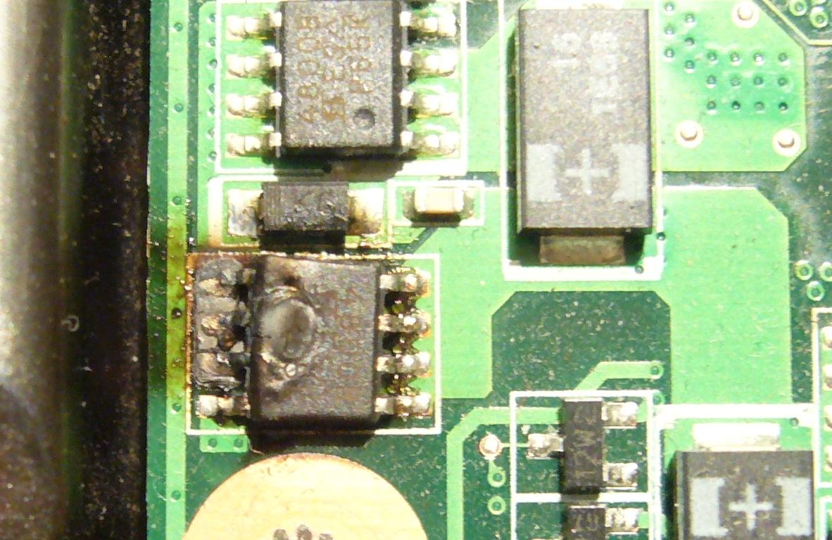 Материнская плата A8J/F.  Мигает зелёный светодиод на кнопке питания (включения). мигает ноутбук.